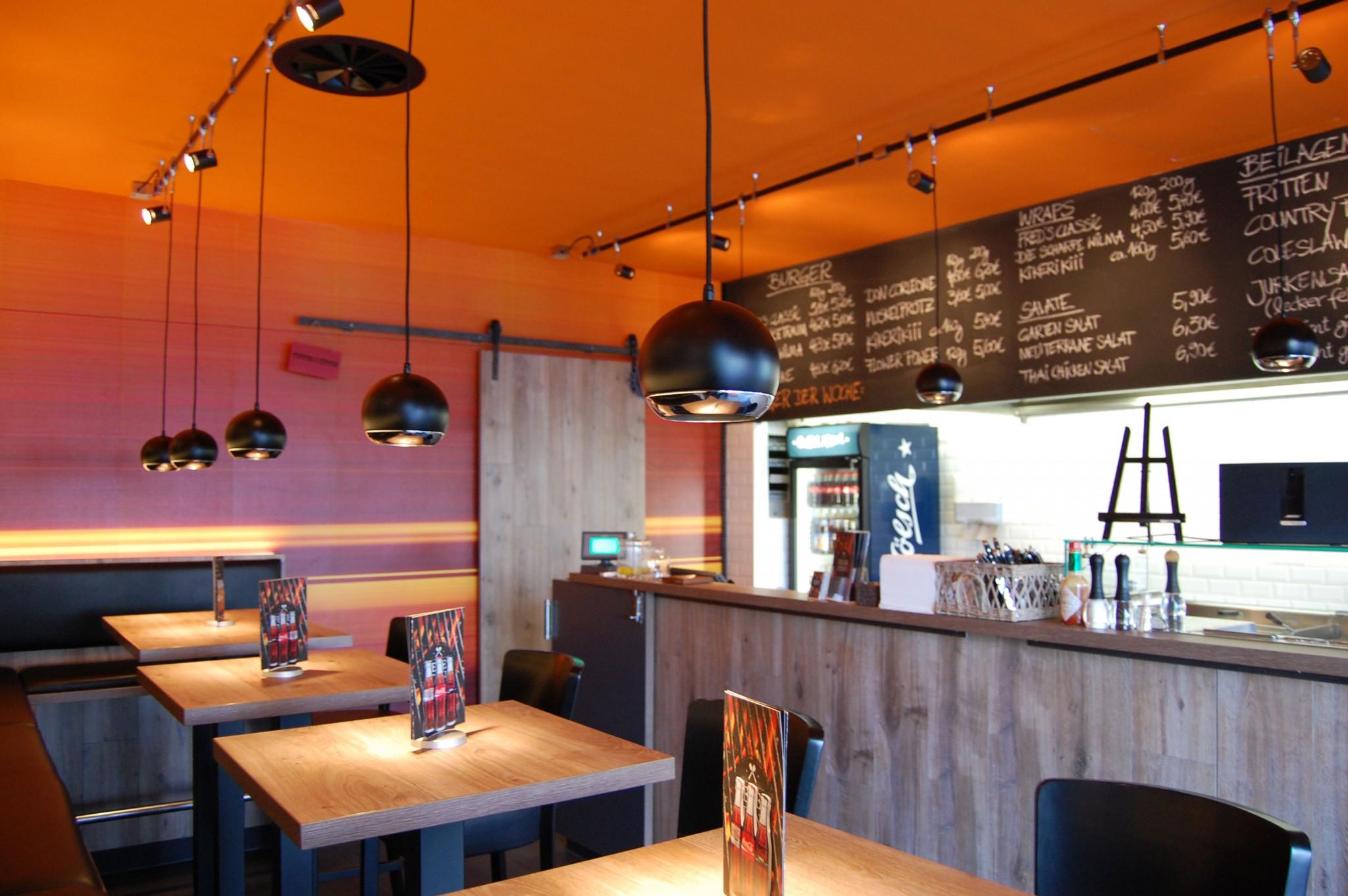 Feuersteins Burger Restaurant Design Stil Manipulation 2014