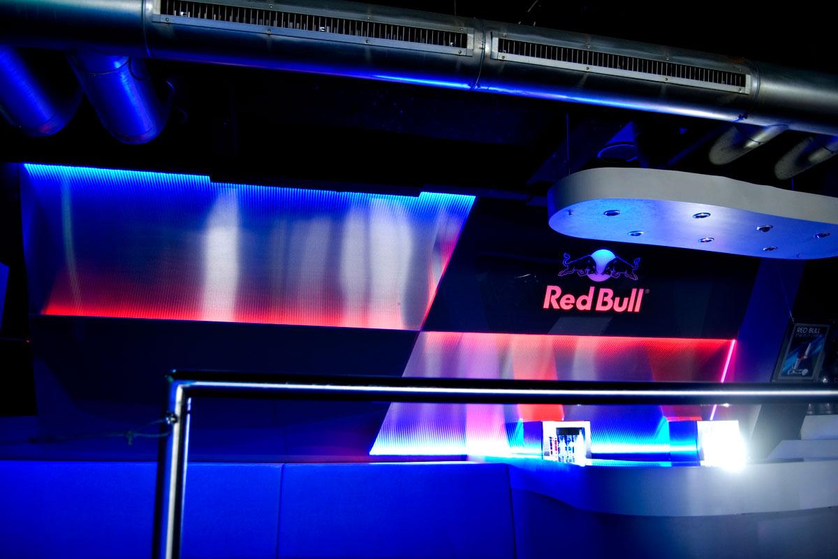 Red Bull DJ Pult Design Stil Manipulation