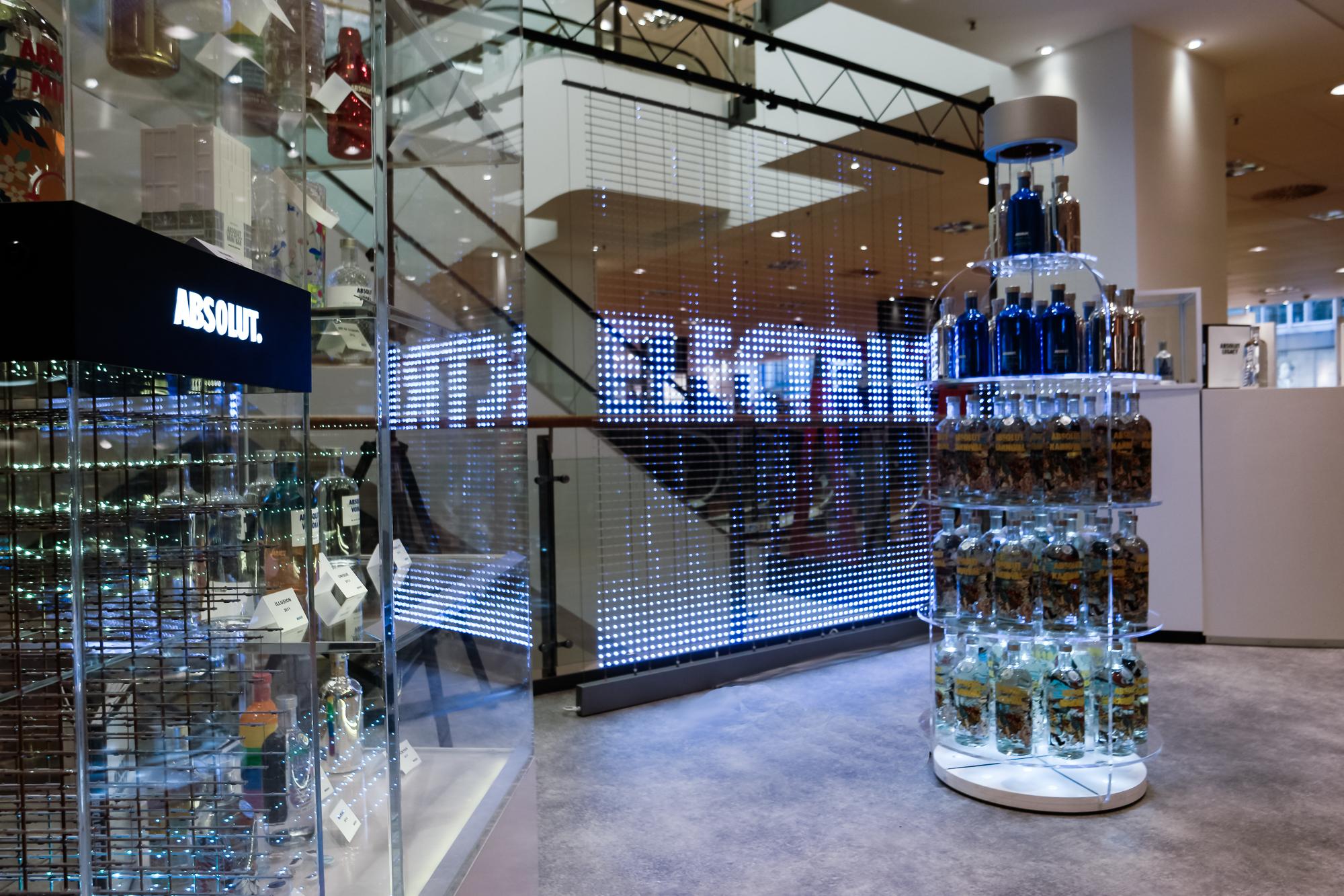 Absolut Vodka Shelf Bottleshape Stil manipulation 2016