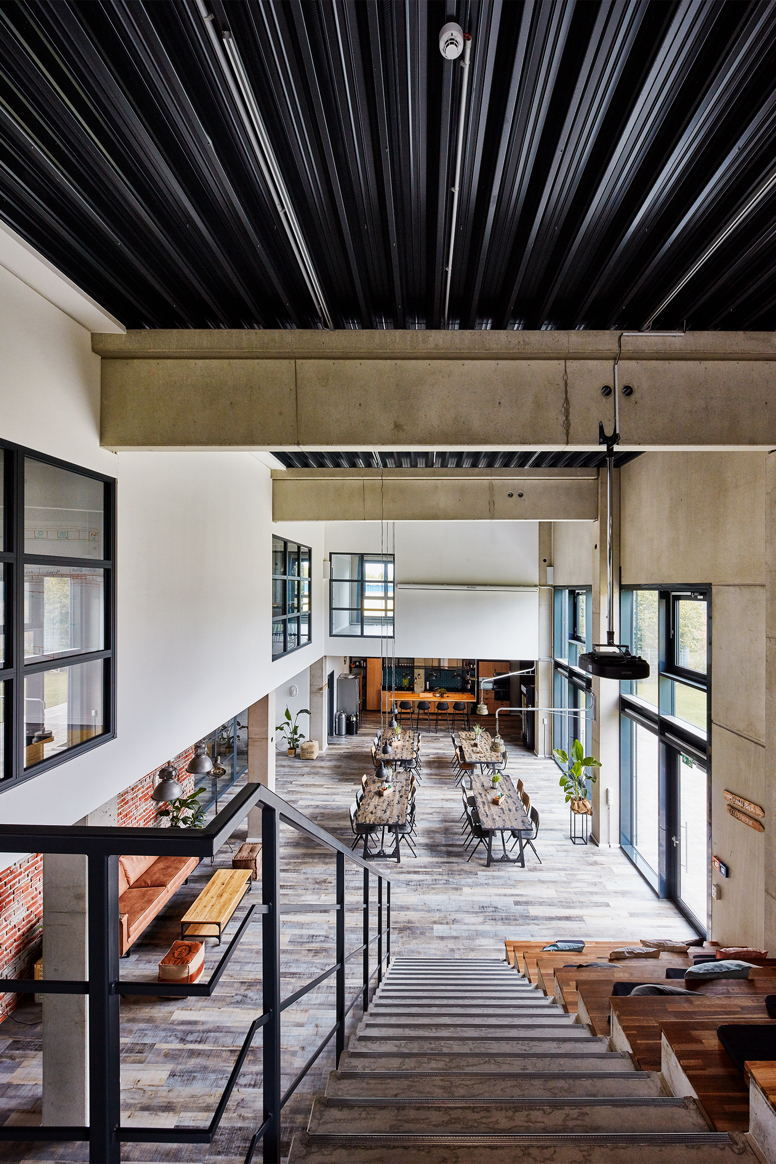 INTERAKTIV, Office Design, Bürogestaltung, Kreativer Arbeitsplatz, Industrial Design, Industrielles Design, Loft Office, Interior Design, Stil Manipulation 2020